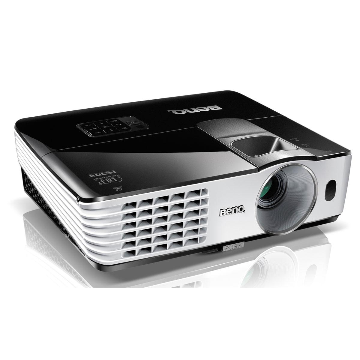 Vidéoprojecteur BenQ MH680 + Dongle Wi-Fi Vidéoprojecteur DLP Full HD 3D Ready 3000 Lumens + clé Wi-Fi