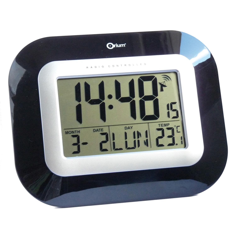 Orium horloge digitale radio contr l e noire laqu e - Horloge digitale murale a pile ...