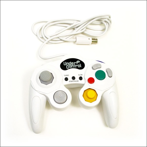 under control manette gamecube compatible wii coloris blanc accessoires wii under control. Black Bedroom Furniture Sets. Home Design Ideas
