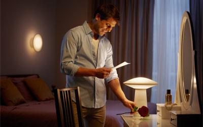 Philips hue phoenix lampe de table ampoule connectée philips sur