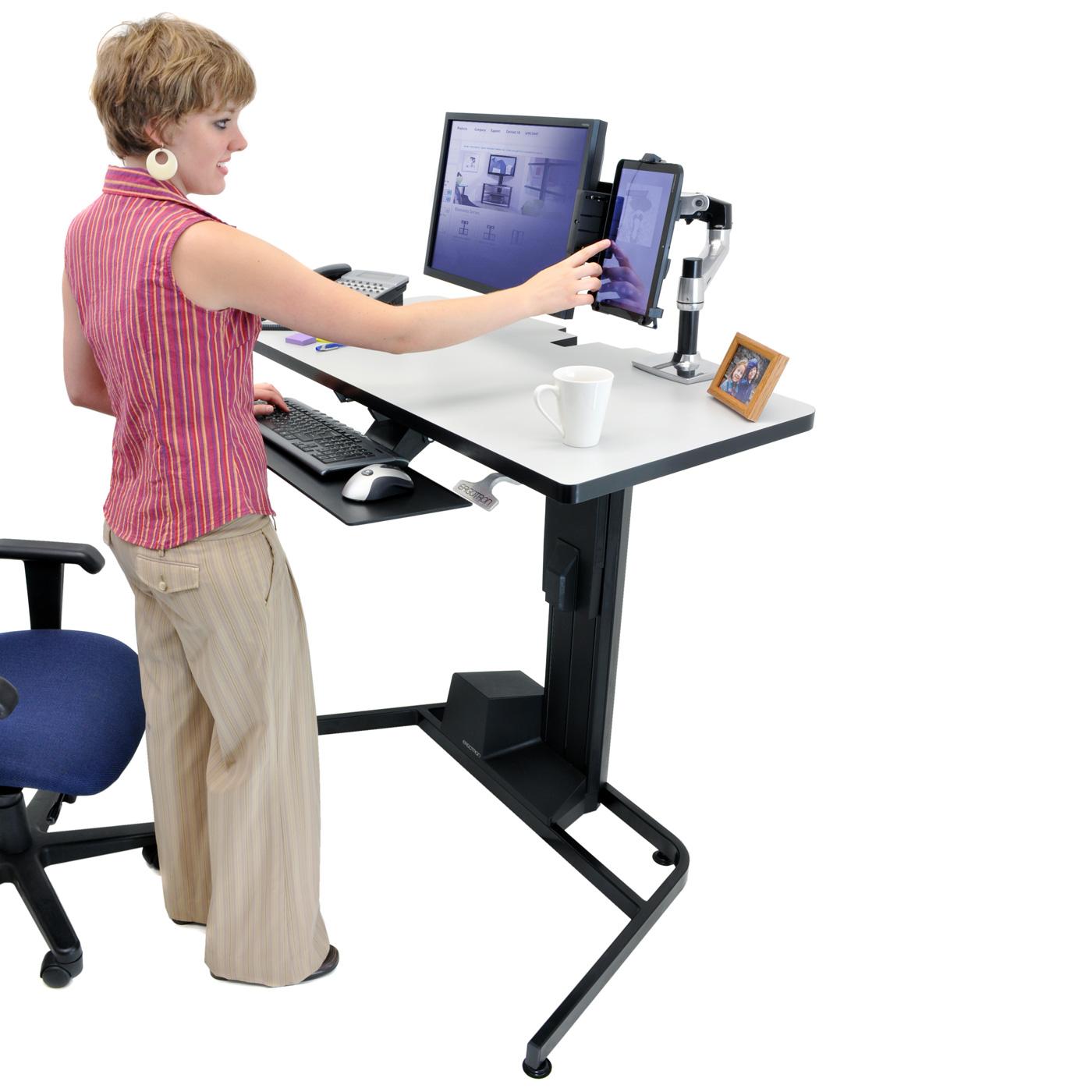 ergotron workfit d sit stand desk bras pied ergotron sur. Black Bedroom Furniture Sets. Home Design Ideas