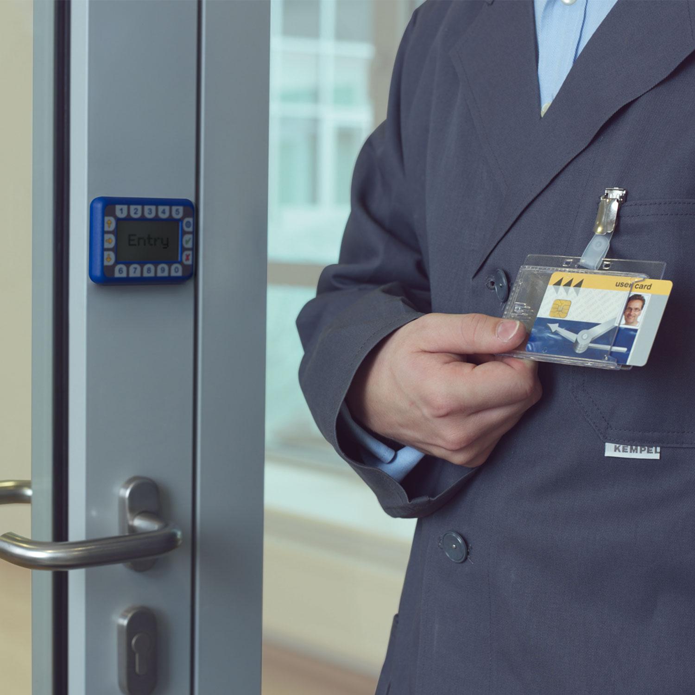 DURABLE Boîte De Portebadges De Sécurité Avec Clip Pour Carte - Porte badge pas cher