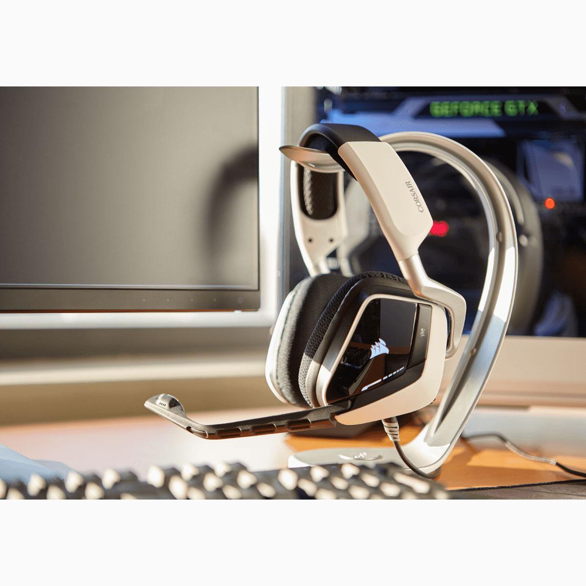 corsair gaming void usb dolby 7 1 rgb edition blanche micro casque corsair sur. Black Bedroom Furniture Sets. Home Design Ideas