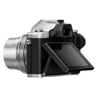 Avis Olympus E-M10 MK III Argent + 14-42mm EZ Pancake + 40-150mm R