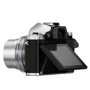 Avis Olympus E-M10 MK II Argent + 14-42 mm pancake + 40-150 mm R