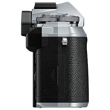 Acheter Olympus E-M5 Mark III Argent + 12-200 mm Noir