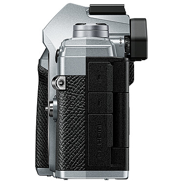 Avis Olympus E-M5 Mark III Argent + 12-200 mm Noir